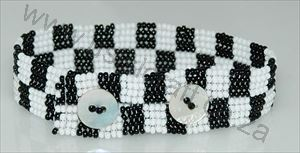 Picture of us57Bracelet - Beaded flat  with buttons